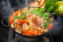 ハワイ伝統の「鶏すき鍋」 チキンヘッカ